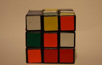 Crolla il petrolio: il rompicapo di Rubik